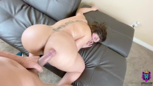 Big Tits Amateur MILF chooses to end a rough fuck with a titty fuck